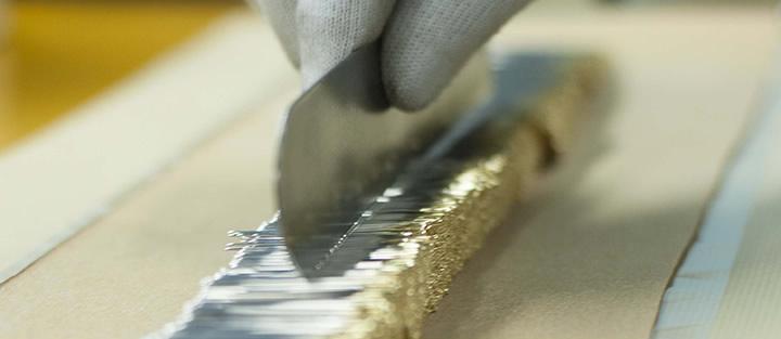 工場で製造されている針(チューリップのHPより)