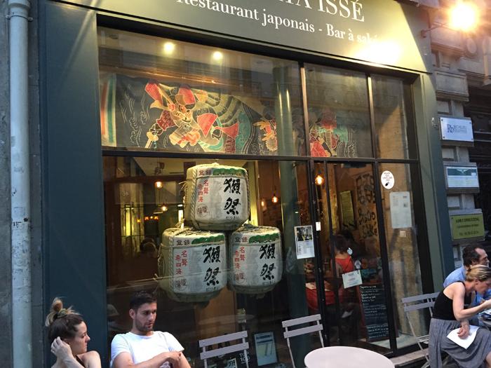 パリの日本食レストランでこもだる